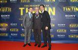 """Steven Spielberg et deux des acteurs de """"son"""" Tintin."""