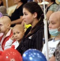 Illustration: des enfants malades du cancer assistent à un concert