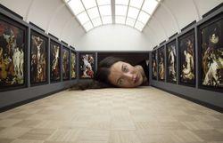 Des têtes gigantesques dans des musées sans l'aide de Photoshop - découvrez le truc