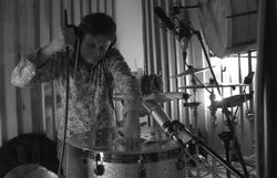 Images fascinantes de l'enregistrement de la musique d'Ennemi public