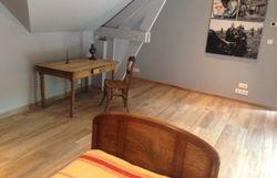 Une chambre a été réaménagée dans le style de l'époque.