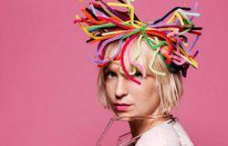 Sia fait une reprise improbable pour un film... et c'est encore un tube