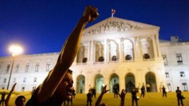 Manifestation devant le Parlement de Lisbonne, au Portugal, le 15 septembre 2012