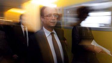 François Hollande le 26 avril 2012 dans les couloirs de la radio France Info à Paris