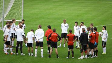 L'équipe allemande à l'entrainement sur la pelouse du Stade Roi Baudoin