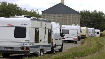 """Les caravanes du mouvement """"Vie et Lumière"""" lors d'un séjour à Dour en 2010."""