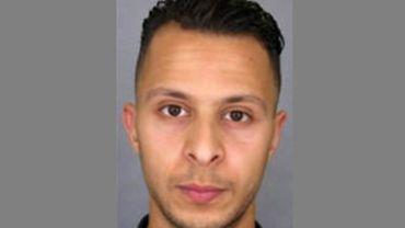 Salah Abdeslam sur Facebook avec un drapeau de l'EI avant les attentats de Paris