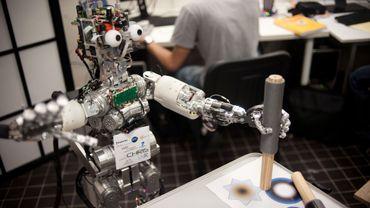 Robot humanoïde iCub, le 1er juillet 2009, lors de sa présentation à l'Inserm de Bron.