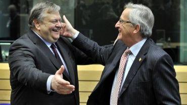 Le ministre des Finances grec Evangélos Vénizélos (G) et le président de l'Eurogroupe Jean-Claude Juncker, le 1er mars 2012 à Bruxelles