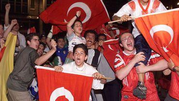 Il y a environ de 200 000 à 220 000 Turcs en Belgique dont 35 000 se trouvent à Schaerbeek
