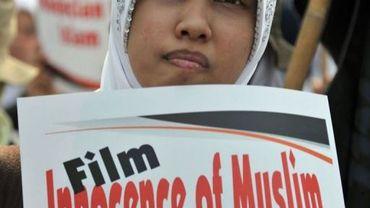 """Une manifestante participe à la protestation contre le film """"l'Innocence des musulmans"""", le 14 septembre 2012 à Jakarta"""