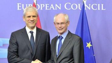 Le président de l'Union européenne Herman Van Rompuy (D) et le président serbe Boris Tadic avant une réunion à Bruxelles le 28 février 2012