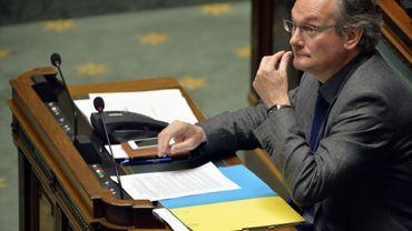 Avant d'être ministre, Jean-Pascal Labille qui comptait 56 mandats dont 14 rémunérés