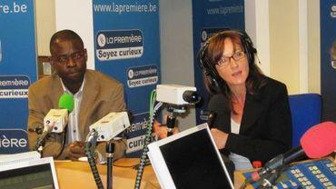 Dieudonné Wamu Oyatambwe et Maryse Jacob dans le studio de La Première