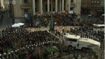 Hommages aux victimes des attentats à Bruxelles: des fauteurs de trouble gâchent le rassemblement