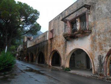 """Un sanatorium à vendre """"à transformer en complexe hôtelier""""."""