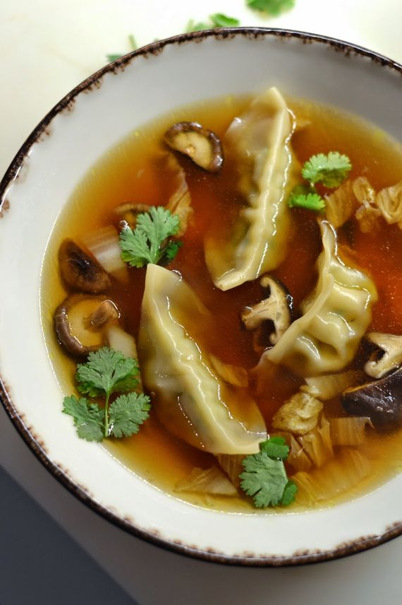 Simple comme un bouillon de chou chinois aux gyozas ou aux crevettes rtbf cuisine - Un chinois en cuisine ...