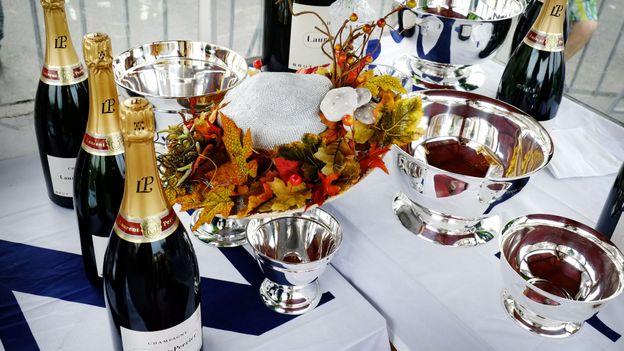 La stratégie du Comité Interprofessionnel du Vin de Champagne est de maintenir sa connotation luxueuse.
