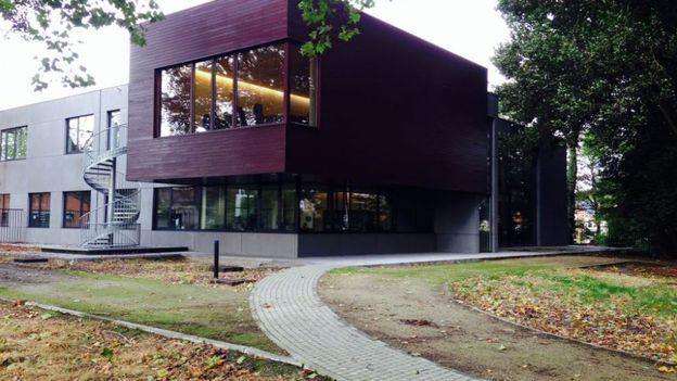 la louvi re a inaugur son nouveau palais de justice rtbf regions. Black Bedroom Furniture Sets. Home Design Ideas
