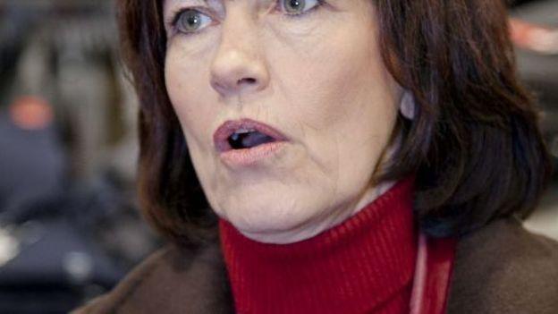 La vice-Première socialiste, Laurette Onkelinx, estime que les catholiques méritent un autre représentant que Mgr Léonard