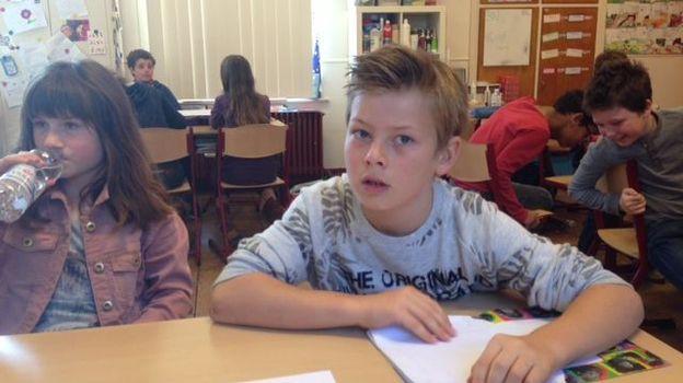 Sacha au cours de géométrie en 5e primaire