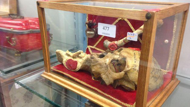 des centaines de reliques vendues aux ench 232 res 224 namur rtbf regions