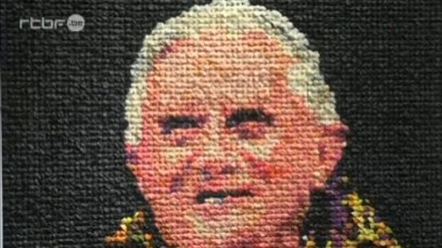 Niki Johnson a réalisé un portrait de Benoît XVI avec des préservatifs