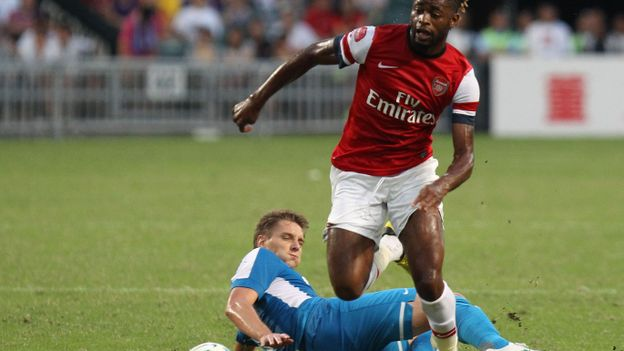 Alex Song rejoint Barcelone