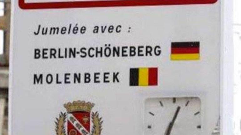 Le panneau à l'entrée de la ville de Levallois.